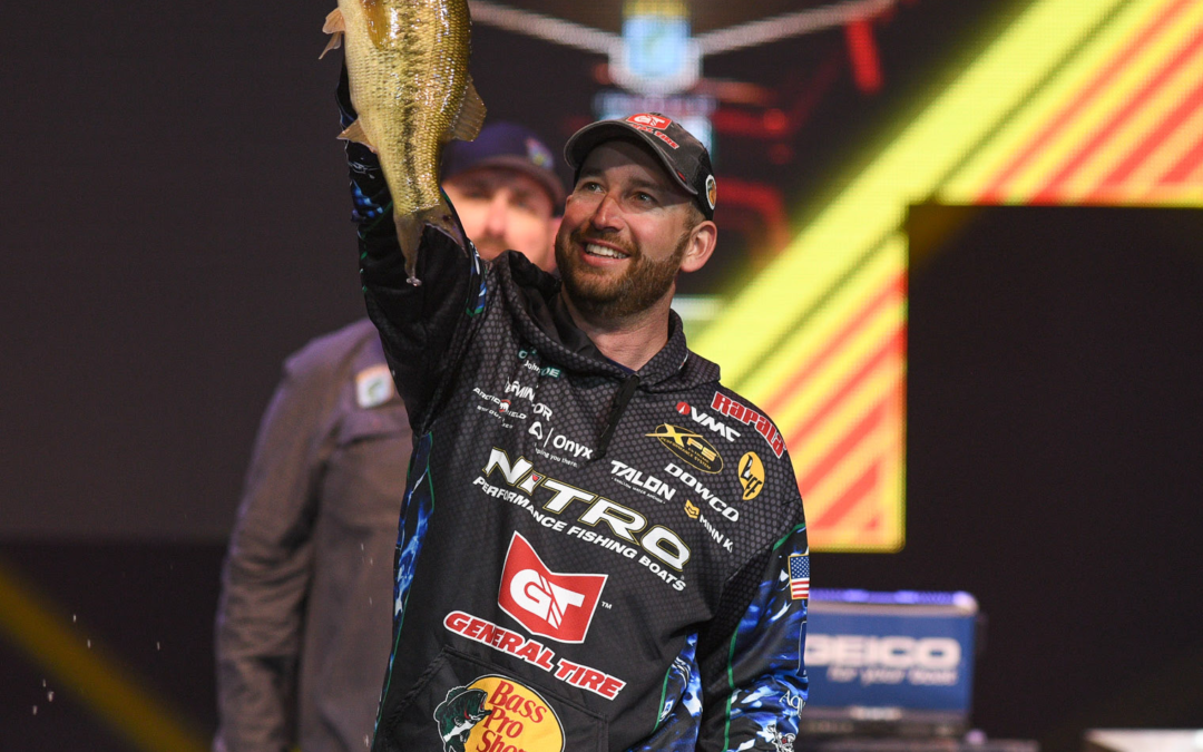 Hometown Angler Ott DeFoe Takes Lead At Bassmaster Classic On Tennessee River